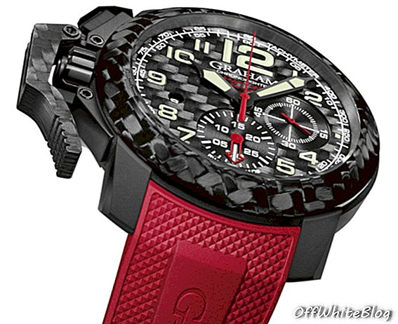 Graham Chronofighter Superlight Carbon met rode chronograafwijzers